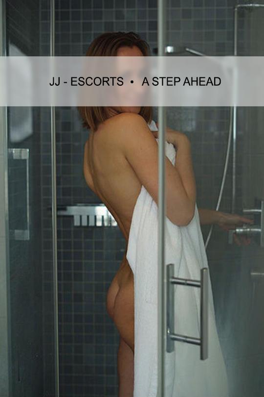 Escortlady-erotic-katja-dresden-dusche-mit-handtuch-jj-escorts