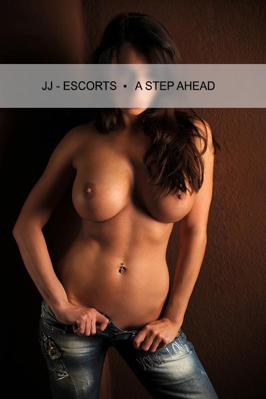 Escortlady-erotic-lara-berlin-jeans-nackt-brueste-jj-escorts