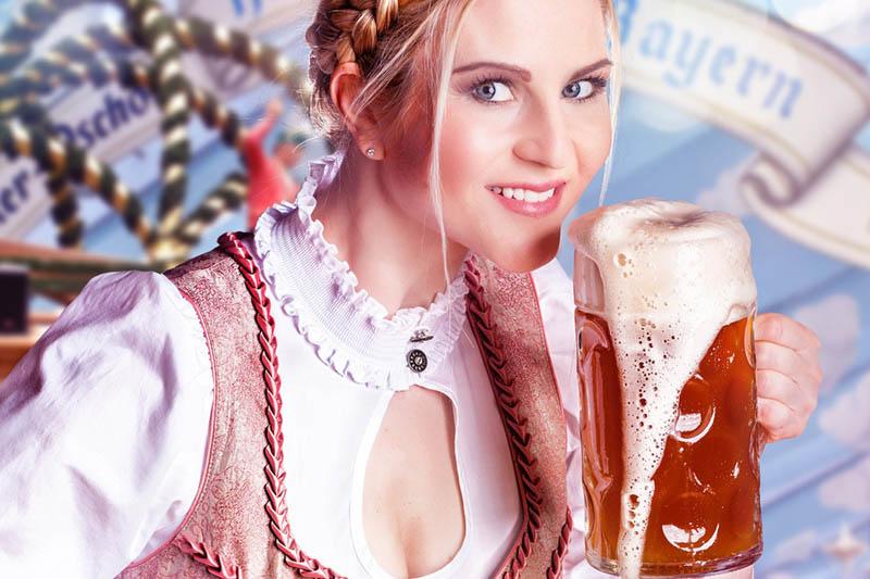 Event Highlights München Oktoberfest Frau mit einem Maß Bier