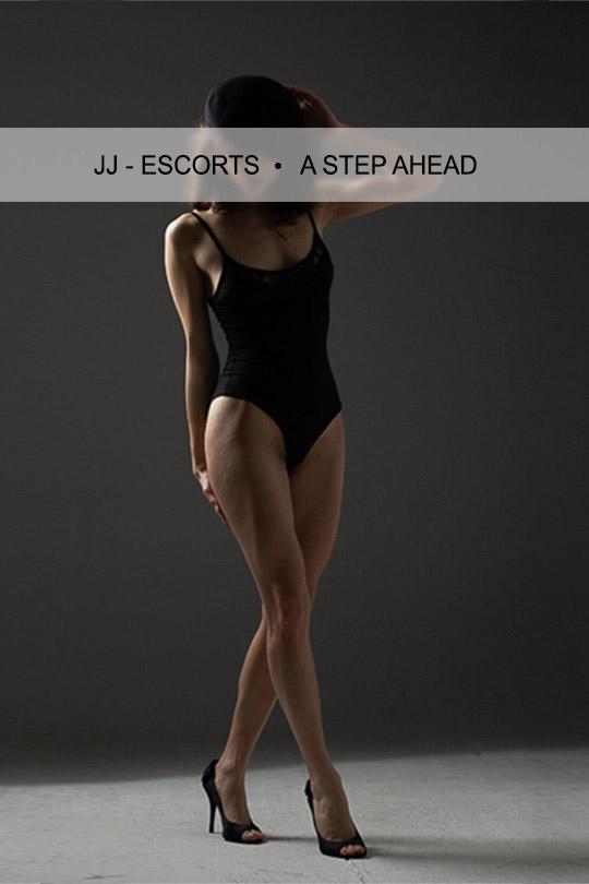 Escort Damen Jacky Berger mit schwarzem Body