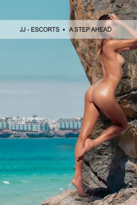 Escort Damen Nina Kern nackt am Felsen